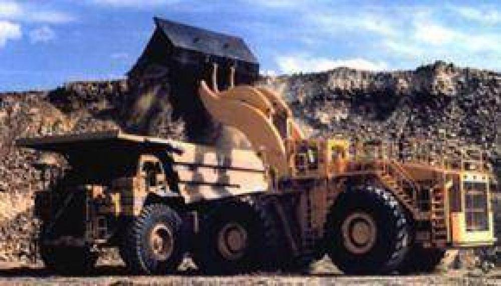 Intiman a una minera a pagar los sueldos a sus trabajadores