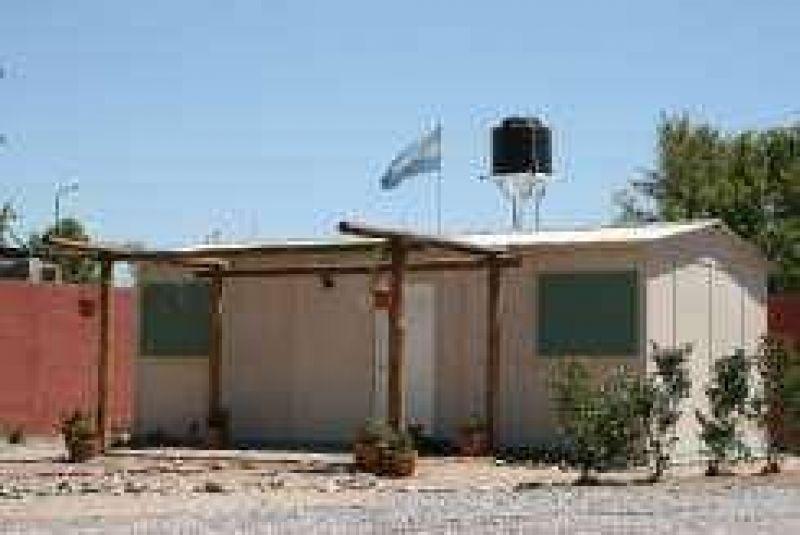 Estrenan casas de emergencia en J�chal y hay en reserva 50 m�s