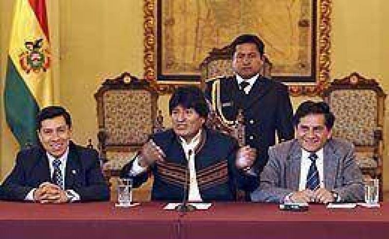 Evo prometió que no modificará los contratos petroleros vigentes pese a la nueva Constitución