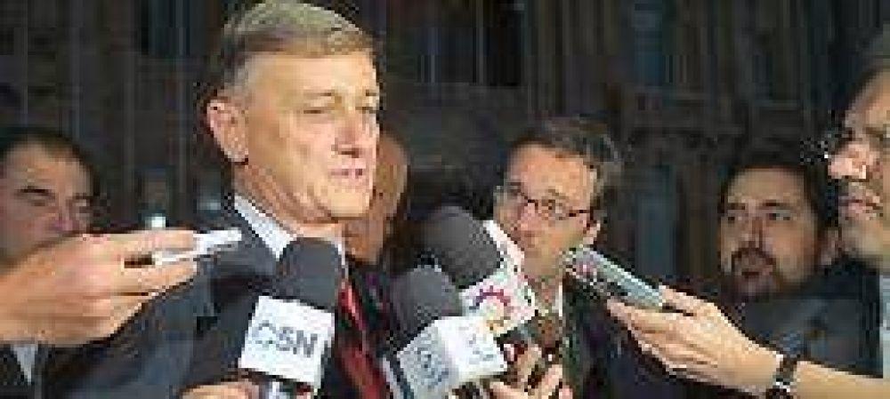 Binner congela salarios del personal de gabinete y recorta los viáticos