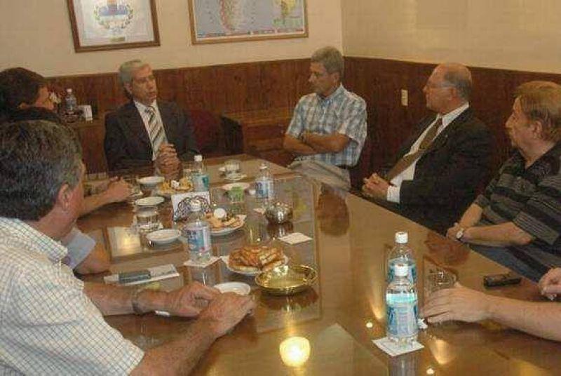 El senador Jenefes apoyó al sector tabacalero y cuestionó a la Industria
