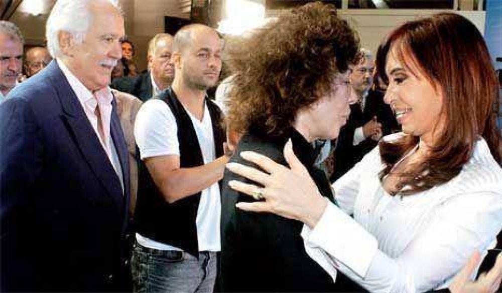 CFK festejó los 56 con Radio 10, la farándula progre y un nuevo acto