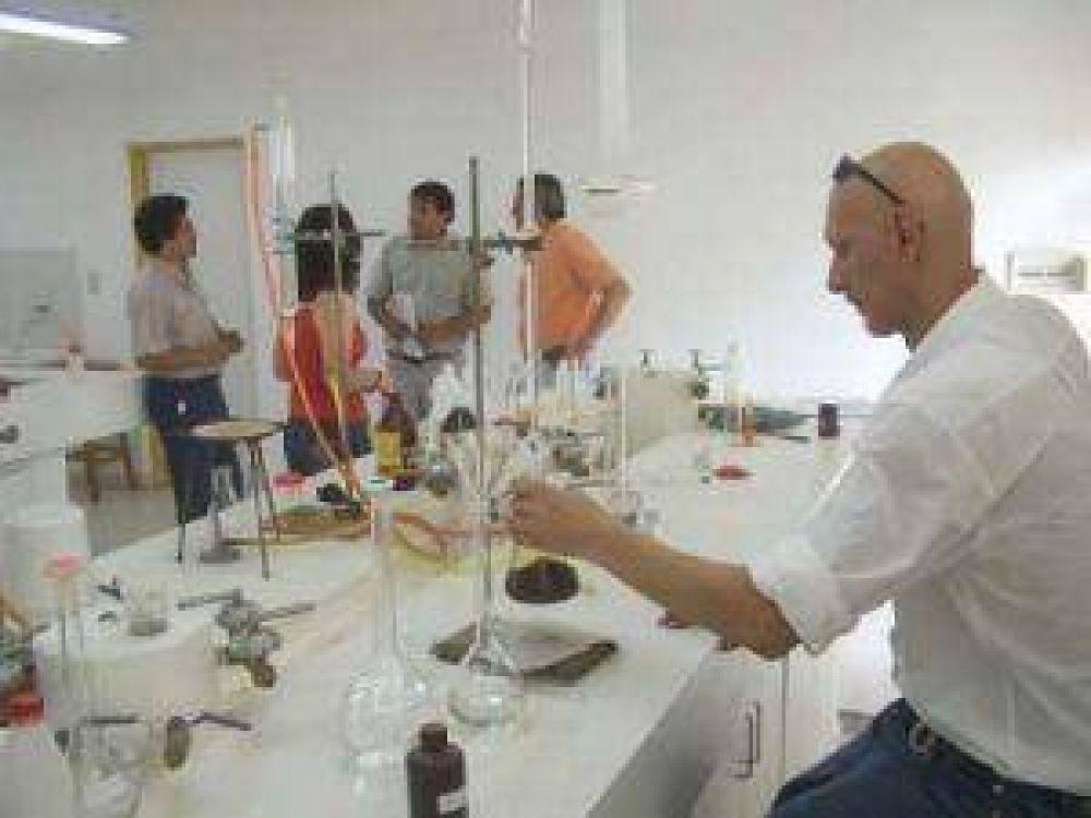 La Universidad del Chaco Austral elabora repelente contra mosquitos transmisores