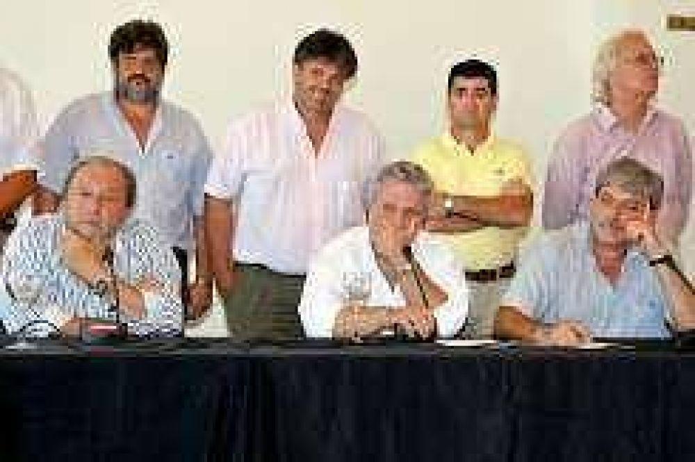El campo aceptó dialogar con el Gobierno, pero anunció protestas