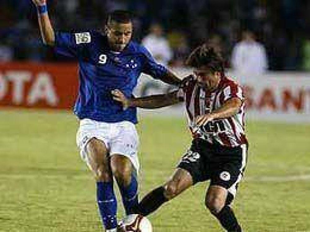 Estudiantes sufrió una durísima derrota en su debut copero.
