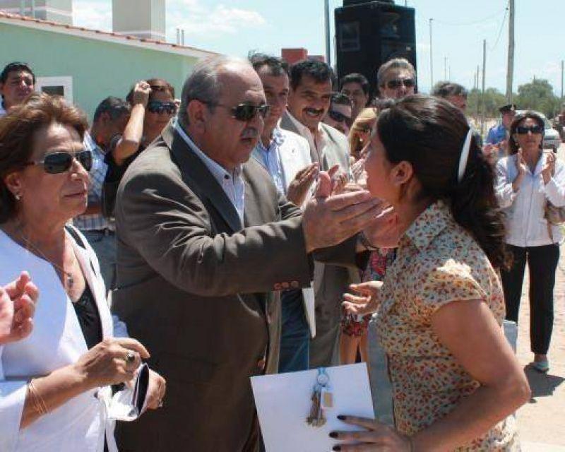 Brizuela del Moral entregó 40 viviendas en Coneta.