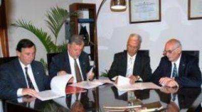 Para determinar cuadro tarifario del servicio de agua firman convenio entre la SU.SE.PU. y la Universidad de Jujuy.