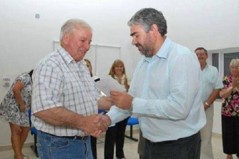 Río Negro: Saiz entregó aportes en el marco del Programa para la Actividad Agrícola Ganadera.