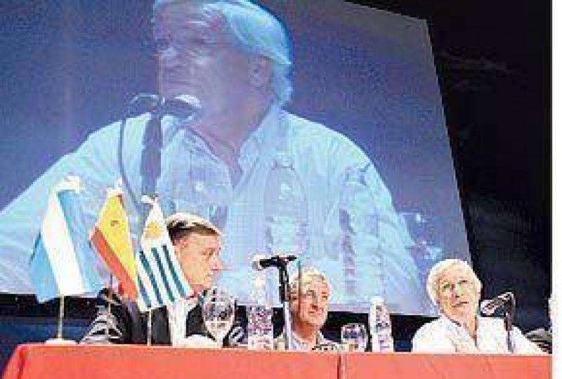Binner se mostró con referentes de Uruguay y España