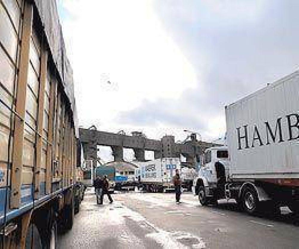 La sequía y el parate industrial dejan al 50% de los camiones sin carga
