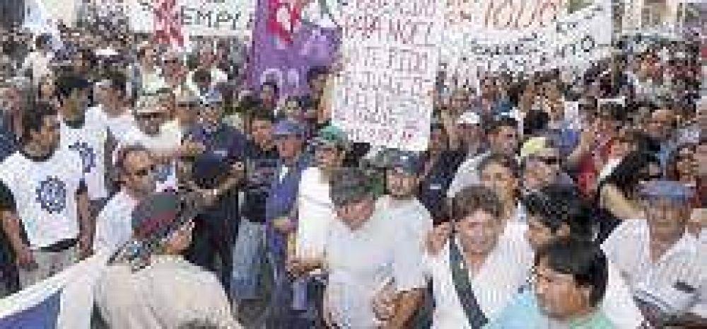 El trabajo en la provincia entra en zona de riesgo