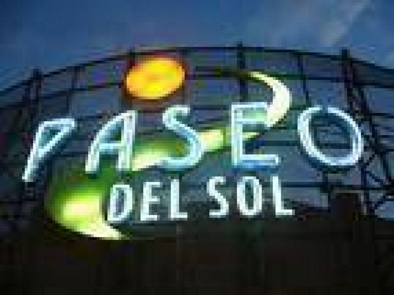 """Cuatro locatarios aún """"resisten"""" en el ex shopping Paseo del Sol"""