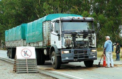 Ruralistas pampeanos autoconvocados protagonizan un piquete en plena Ruta 5.