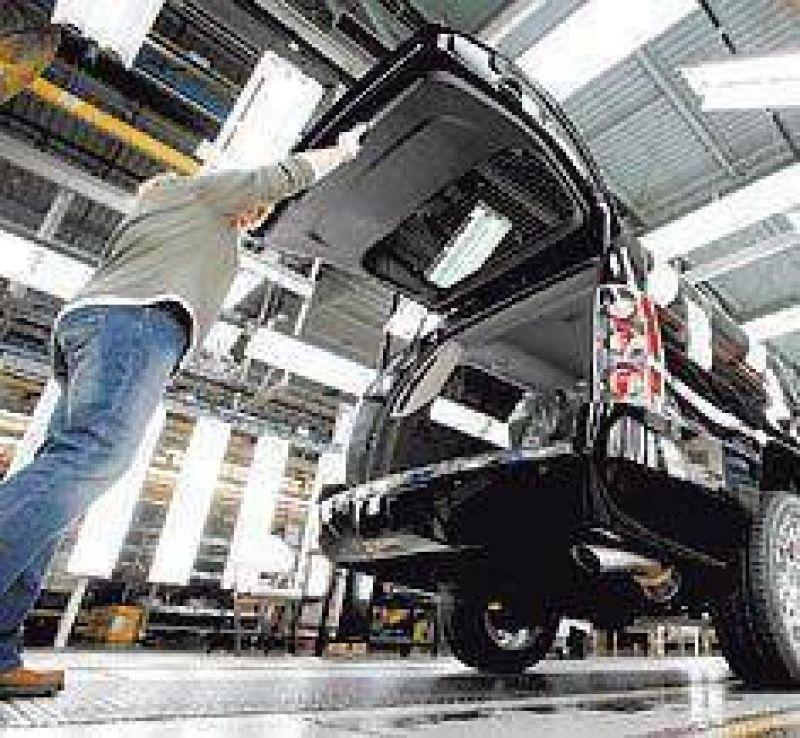 Se ampliaría el plan oficial para los autos, que no termina de arrancar