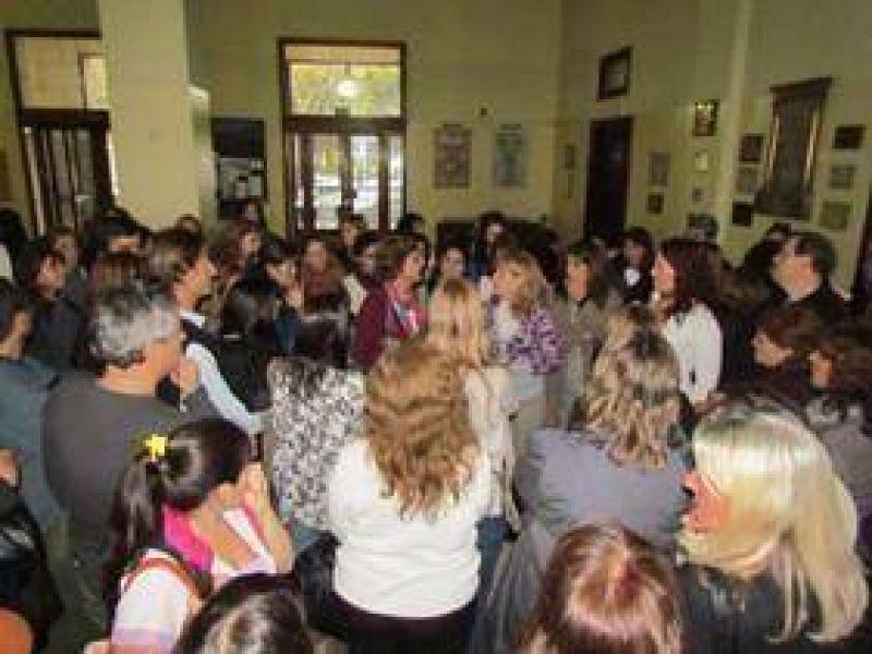 """""""Profesionales"""" municipales realizarán un paro de actividades y movilización a la comuna"""