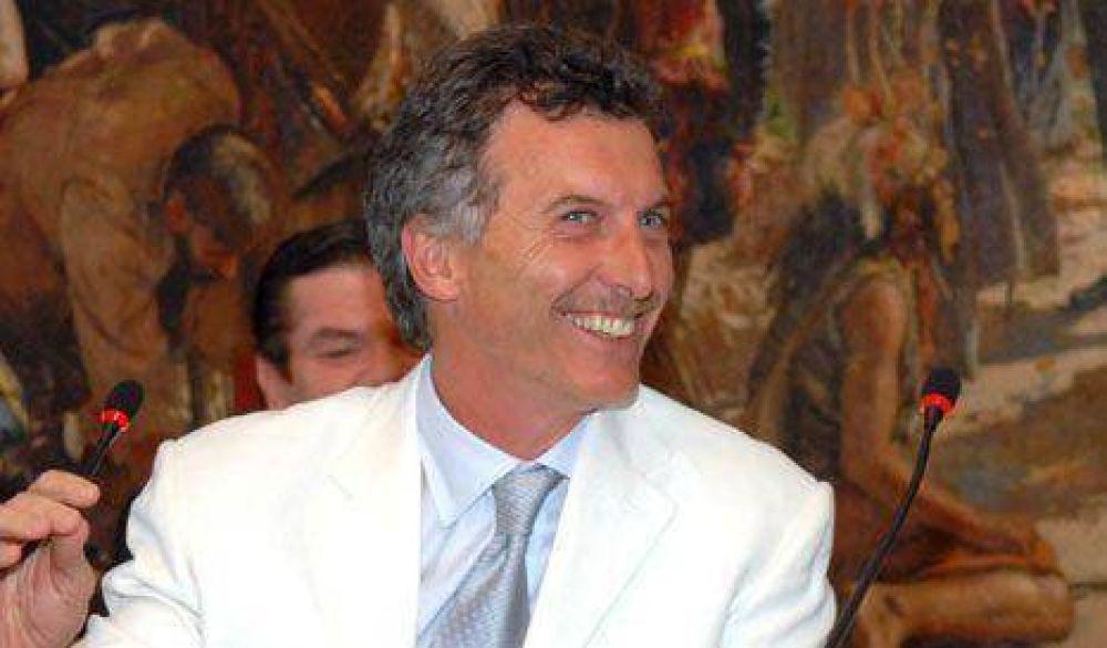 Macri viaja a Londres para hablar de subtes, la crisis financiera y Malvinas