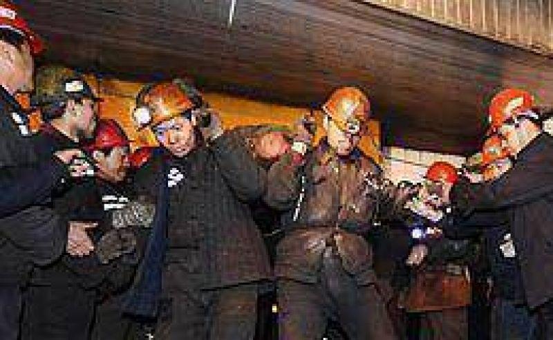 Explosión de gas en una mina de carbón en China dejó 74 muertos