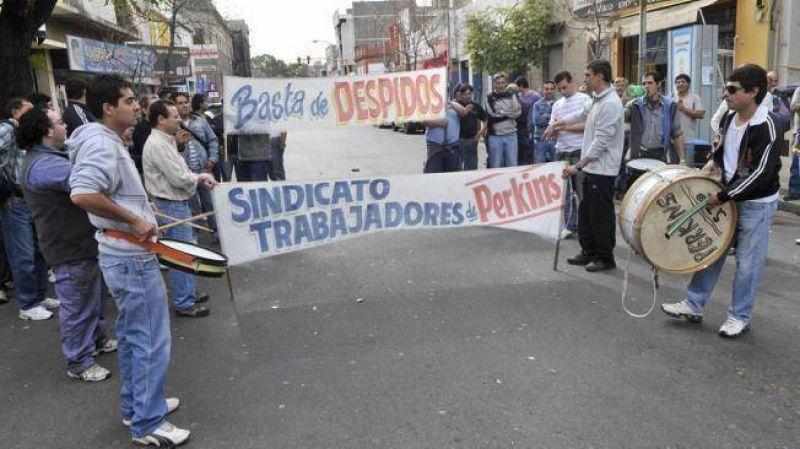 Denuncian 50 despidos en Pertrak