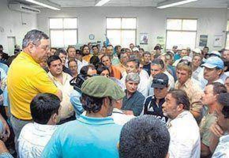 De Angeli y 200 productores tomaron un banco en Entre Ríos