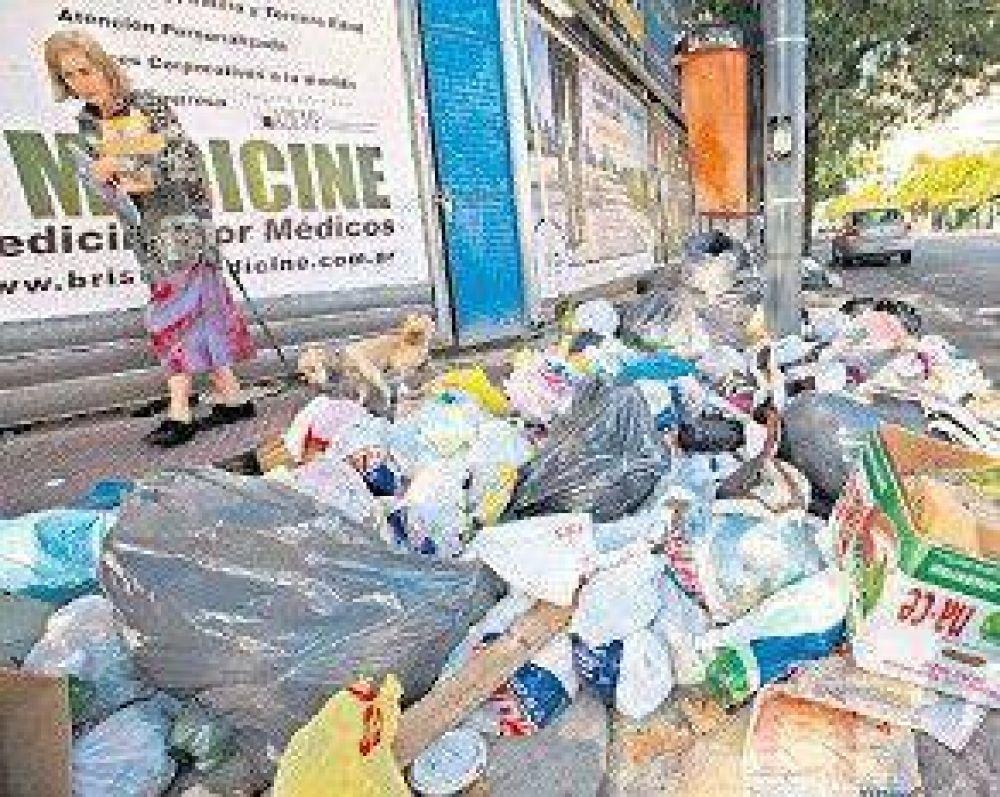 Montañas de basura en la ciudad