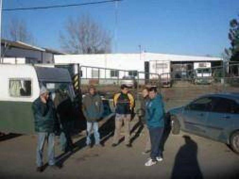 Camioneros de Moyano bloquean planta de La Serenísima en Tandil