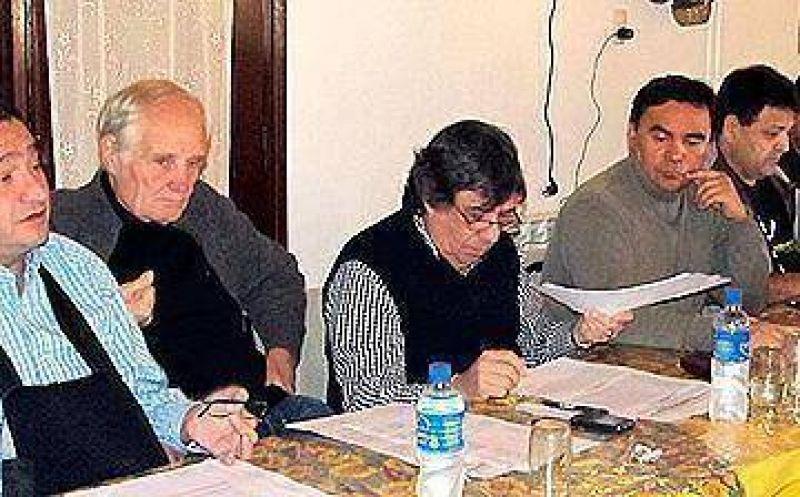 Gremios municipales se enfrentan en el seno de la CGT y complican a Moyano
