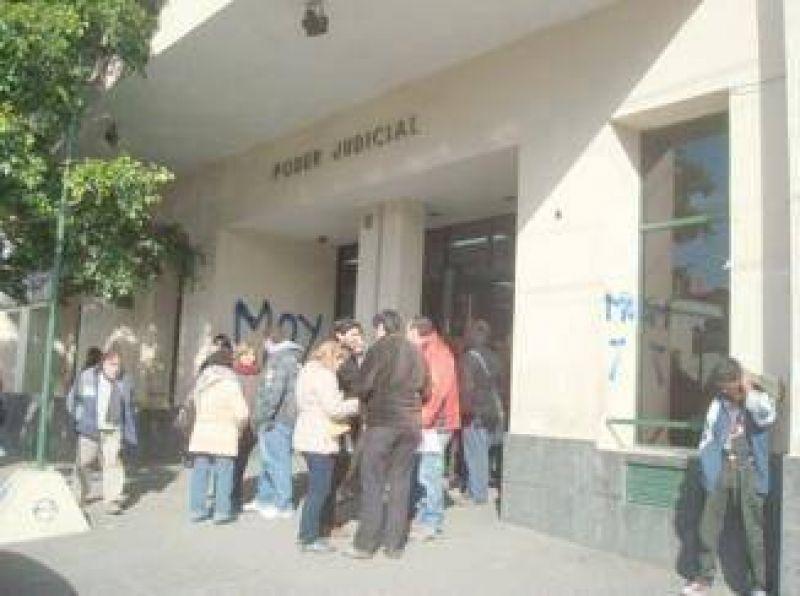 Judiciales hoy paran y reclaman el pago de días de huelga descontados
