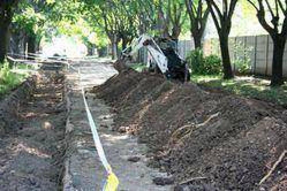 Más obras: Avanza la construcción de cordones cunetas en los barrios La Argentina y Lubo