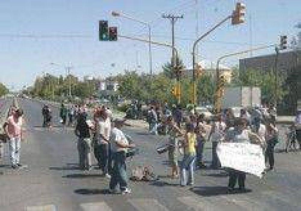 Estatales protestaron en la ruta.