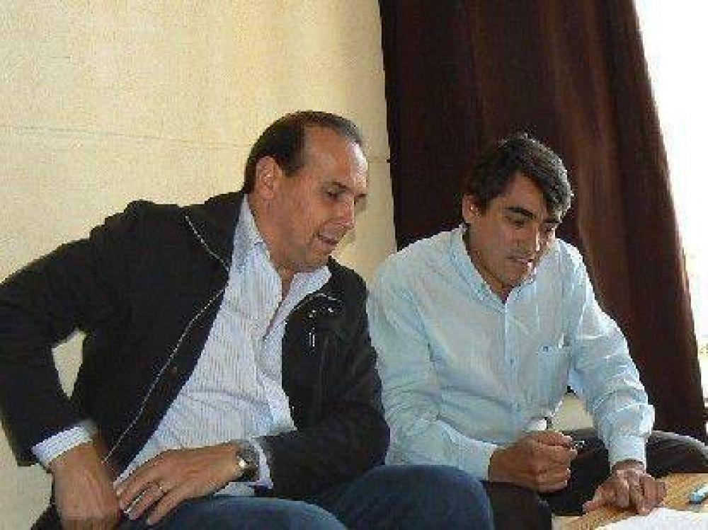 Intendentes firman convenios por obras hídricas