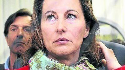 """Nueva batalla en la """"guerra de las mujeres"""" del presidente francés"""