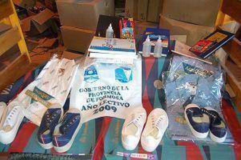 Prosigue entrega de kits escolares por parte del gobierno provincial