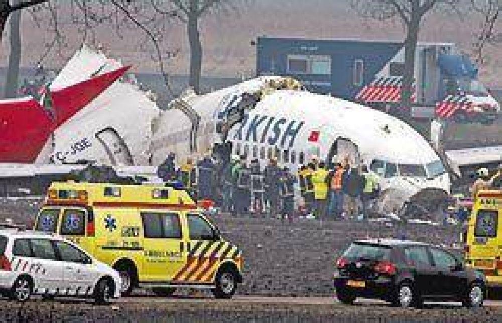 Cayó un avión en Holanda con 135 pasajeros y hay sólo 9 muertos