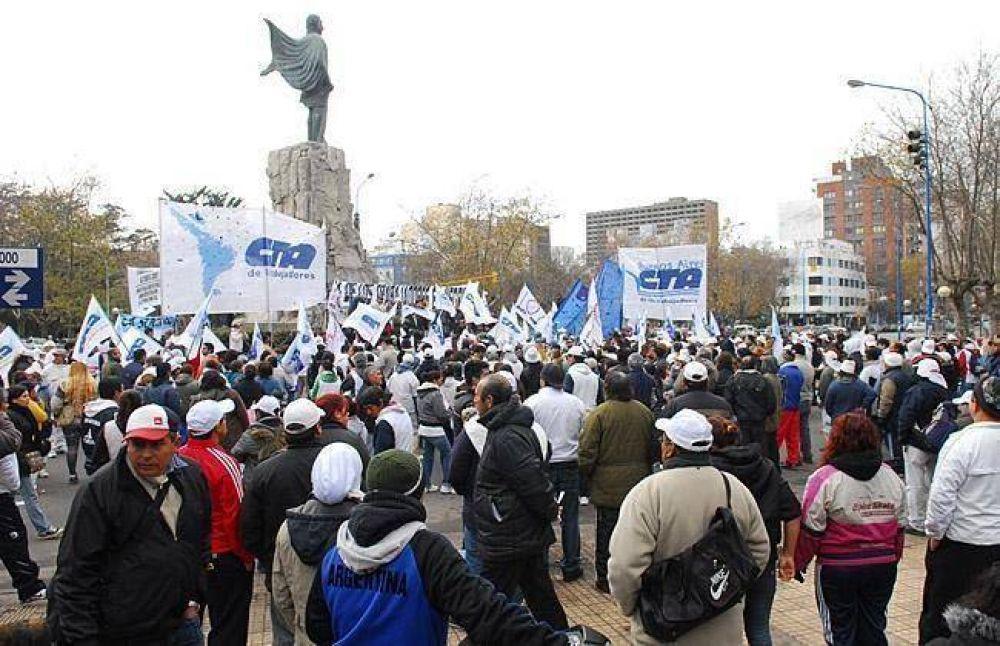 Movilización para exigir subsidios, asignaciones y registración laboral