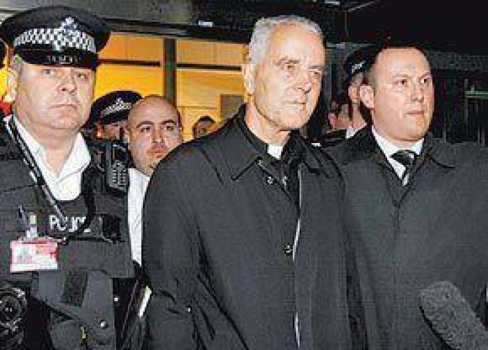 Williamson llegó a Londres, pero ahí tampoco lo quieren