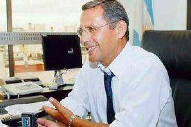 """Quiroga: """"hacer política no es sumar requechos"""" ."""