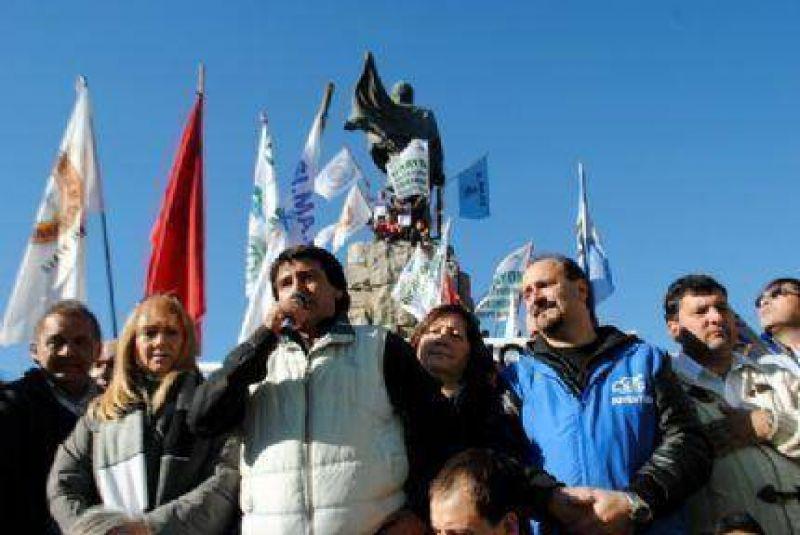 Pedro Fern�ndez y un fuerte espaldarazo al Simape: �El Puerto no est� s�lo, estamos todos con ustedes�