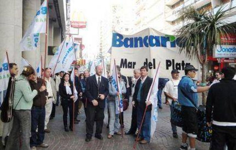 El próximo miércoles habrá colectivos y bancos