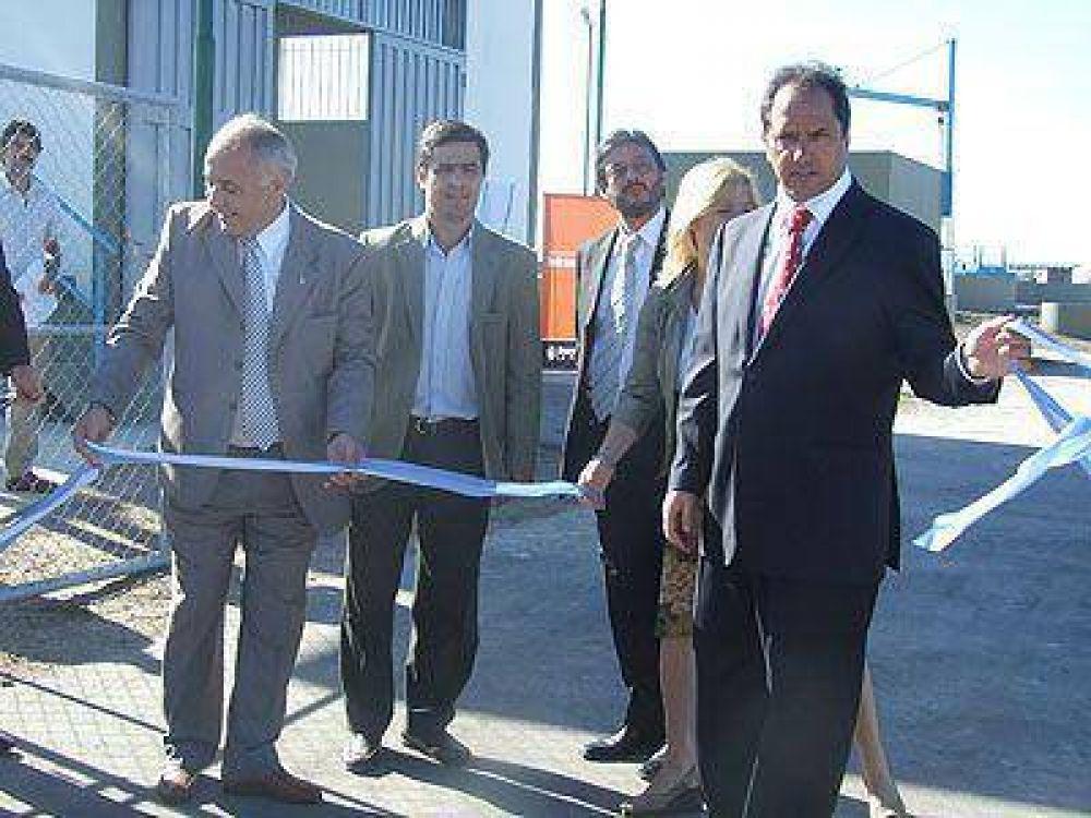 Scioli inauguró una planta depuradora de líquidos cloacales.