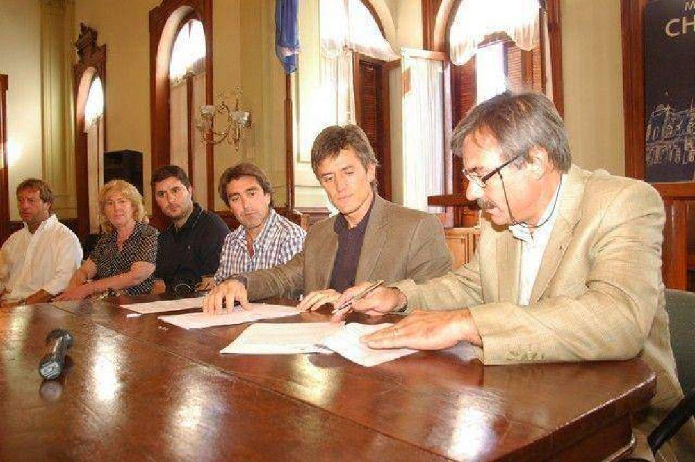 El intendente firmó el convenio con la Universidad Tecnológica Nacional.