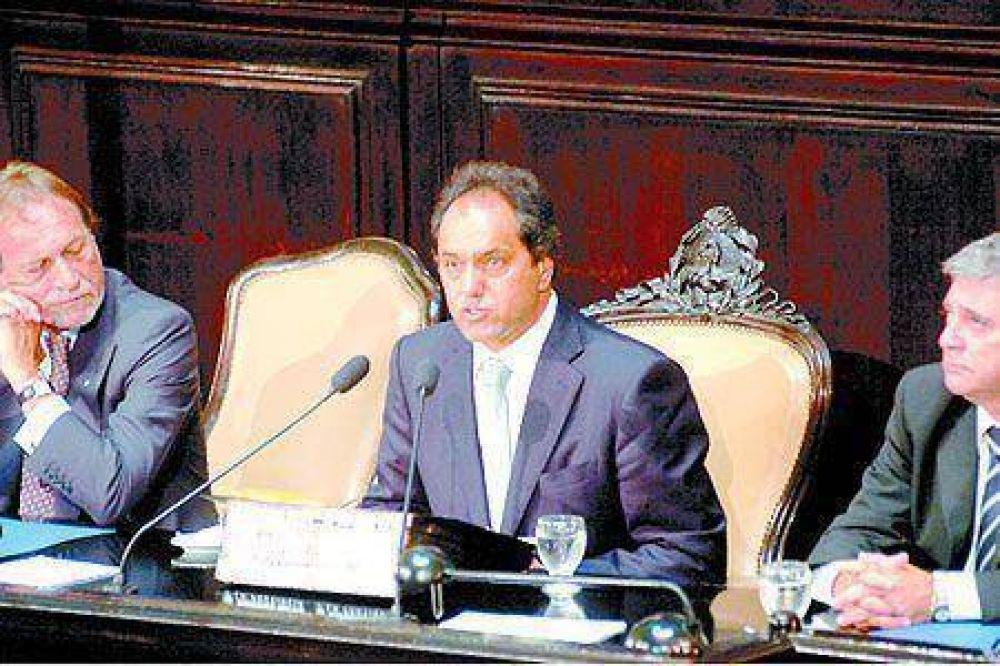 Con el oficialismo dividido y la crisis salarial, Scioli inaugura las sesiones