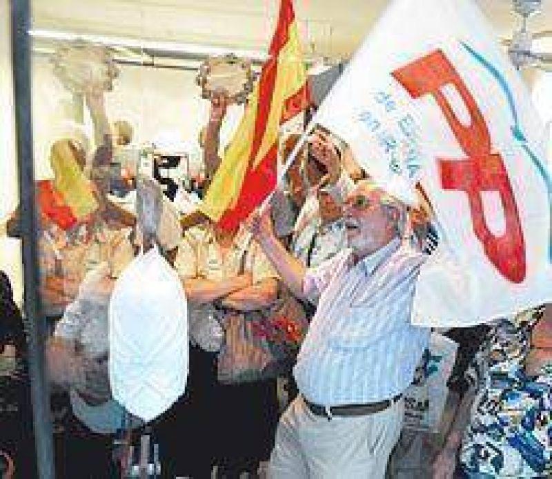 Festejos y alegría en la sede del PP en Buenos Aires