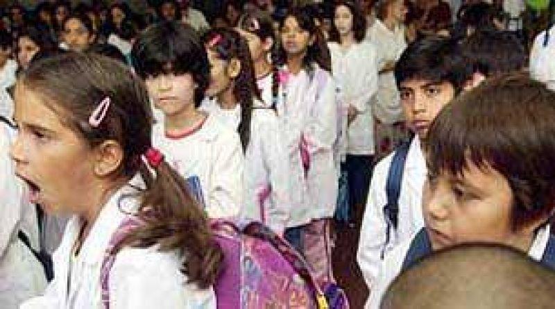Alumnos vuelven a las aulas en Ciudad y en Provincia