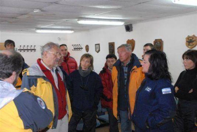 Se suspendió viaje de Ríos y Garré a la Base Esperanza por condiciones meteorológicas.