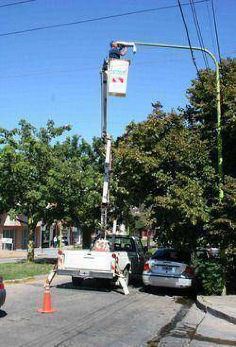 En el casco urbano: El municipio realiza tareas de mantenimiento en el alumbrado público