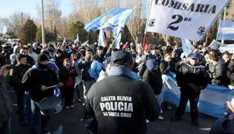 Posible Acuerdo: Los policías se reunen a las 11 con Peralta