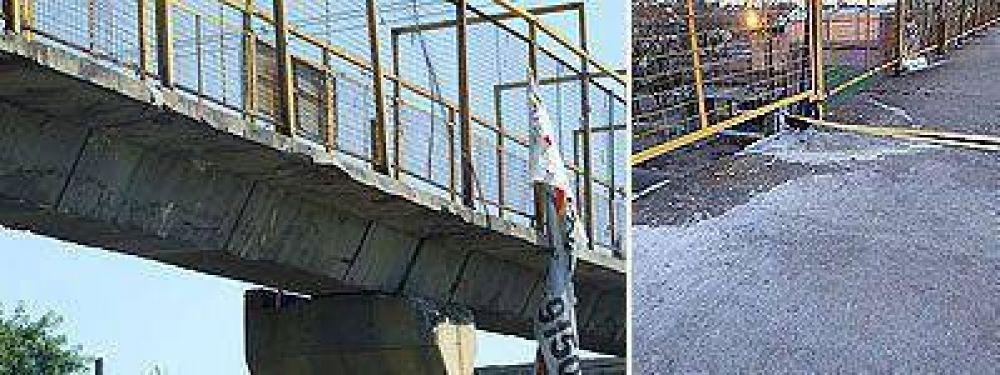 EL CRUCE PEATONAL FUE EMBESTIDO HACE SIETE MESES    Reclaman el reemplazo de un puente en Camino de Cintura