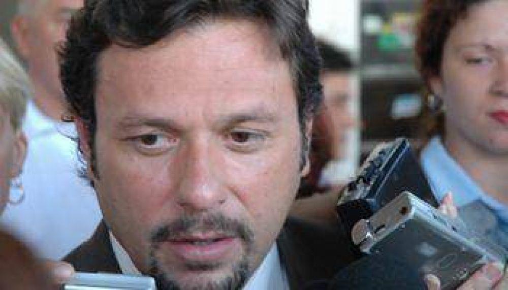 Víctor Brizuela quiso desmerecer a Daniel Isa y fue fustigado por Gustavo Saénz.