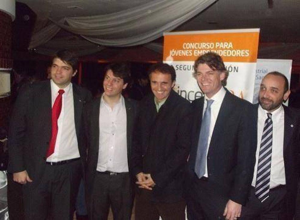 Nicolás Scioli y Gabriel Katopodis junto a los jóvenes en San Martín
