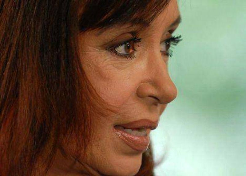 """Cristina pidió """"arremangarse"""" para armar una """"Argentina distinta"""""""